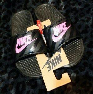 NWT Nike benassi jdi slides